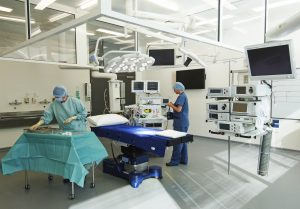 How effective is laminar air flow in operating rooms in for Air circulation in a room